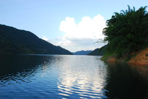 位于龙川的枫树坝水库,库容量为